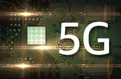 beweglicher Chip 5G auf Computerbretthintergrund lizenzfreie abbildung