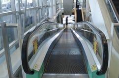 Beweglicher Gehweg oder Rolltreppe Stockfotos