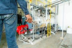 Beweglicher Mechanikerschlüsselhintergrund-Gaskesseldampf Lizenzfreie Stockfotos