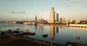 Beweglicher Stadt-Skyline-Golf-Küsten-Seehafen Alabamas im Stadtzentrum gelegener stock video footage