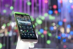 BEWEGLICHER WELTkongreß 2015 - HTC EINS M9 Lizenzfreies Stockfoto