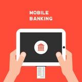 Bewegliches Bankwesen mit weißem Tabletten-PC und -gehaltsscheck Lizenzfreie Stockfotos