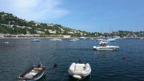 Bewegliches Boot im Villefranche-sur-Mer in Frankreich stock video footage