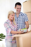 Bewegliches Haus der jungen Paare Lizenzfreies Stockbild