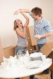 Bewegliches Haus: Mann und Frau, die Spaß haben Stockbild