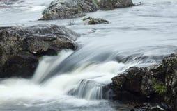 Bewegliches Wasser, Bewegungszittern Stockfoto
