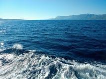 Bewegt Boot wellenartig Stockbilder