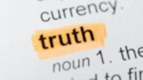 Bewegung der orange Markierung auf Wahrheitswort stock video footage