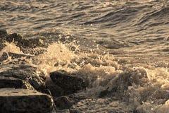 Bewegung des Wassers wird mittels des Blinkens eingefroren Stockbilder