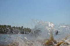 Bewegung des Wassers wird mittels des Blinkens eingefroren Stockbild