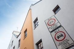 Bewegung von Fahrzeugen und von Fahrrädern wird verboten Stockfotos