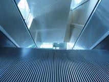 In Bewegungnahaufnahme der Rolltreppe Lizenzfreie Stockfotografie