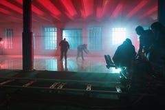 Bewegungszitternpersonal auf dem Filmsatz Lizenzfreie Stockbilder