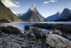Bewerk Piek, Milford-Geluid, Zuideneiland, Nieuw Zeeland in verstek. Royalty-vrije Stock Afbeeldingen