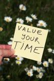 Bewerten Sie Ihre Zeit lizenzfreie stockfotos