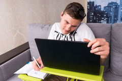 Bewildered man working from home Royalty Free Stock Photos