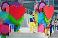 Bewirten Sie Gurmit Singh, der während durchführt Wiederholung 2013 der Nationaltag-Parade-(NDP) Lizenzfreie Stockfotos