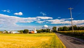 Bewirtschaften Sie entlang einer Landstraße in ländlichem York County, Pennsylvania stockbilder
