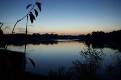 Bewl nawadnia, Kent, Wadhurst, England, półmrok nad jeziorem zdjęcia stock