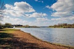 BEWL-VATTEN, KENT/UK - APRIL 10: Sikt av den Bewl vattenbehållaren in Fotografering för Bildbyråer