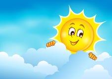 Bewölkter Himmel mit lauernder Sonne 5 Stockfotos