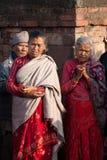 Bewohner von Bhaktapur passen einen Kulttanz auf, der Bhairav-Tanz in Bisket Jatra genannt wird Lizenzfreies Stockfoto
