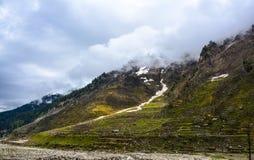 Bewolkt & Bergen in de Vallei van Naran Kaghan, Pakistan Royalty-vrije Stock Afbeeldingen