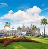Bewolkt blauw de hemeloriëntatiepunt van casinomonte carlo van Monaco royalty-vrije stock foto's