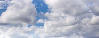 Bewolkt hemelpanorama Stock Afbeelding