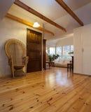 Bewolkt huis - houten ruimte stock foto's