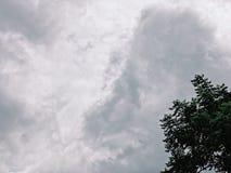 Bewolkt met mijn humeurig stock fotografie