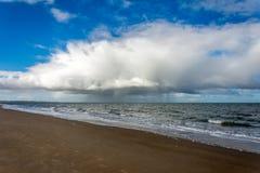 Bewolkt Strand Stock Foto