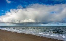 Bewolkt Strand Royalty-vrije Stock Afbeelding