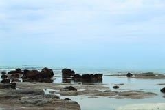 Bewolkt weer op zee Stock Afbeeldingen