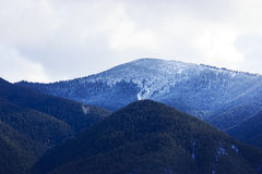 Bewolkte avond in Bergen Ryla, Bulgarije februari Royalty-vrije Stock Foto's