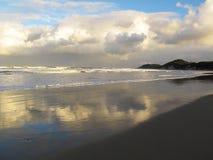 Bewolkte avond bij Chintsa-Strand, Wilde Kust, Zuid-Afrika Stock Afbeelding