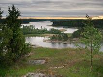 Bewolkte avond op het meer van Ladoga Royalty-vrije Stock Afbeelding
