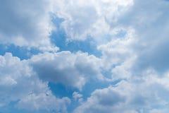 Bewolkte blauwe hemel Royalty-vrije Stock Afbeelding