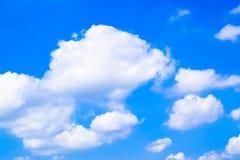 Bewolkte blauwe hemel abstracte achtergrond 171022 0074 Royalty-vrije Stock Foto