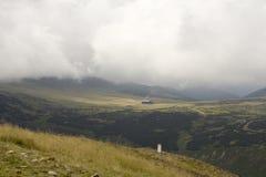 Bewolkte dag in de vallei stock fotografie