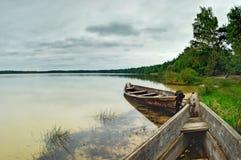 Bewolkte dag op het meer Stock Fotografie