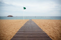 Bewolkte dag op het strand Royalty-vrije Stock Foto