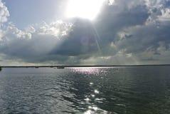 Bewolkte dag op het strand royalty-vrije stock fotografie