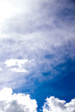 Bewolkte de zomerhemel Stock Afbeelding