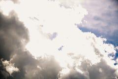 Bewolkte de zomerhemel Royalty-vrije Stock Foto's
