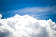 Bewolkte de zomerhemel Stock Foto