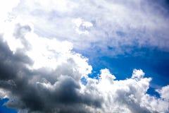 Bewolkte de zomerhemel Royalty-vrije Stock Afbeelding