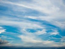 Bewolkte en blauwe hemel Royalty-vrije Stock Afbeelding