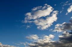 Bewolkte hemel. Stock Foto's