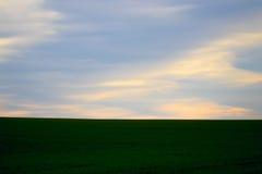 Bewolkte HEMEL IN het PLATTELAND Stock Afbeelding